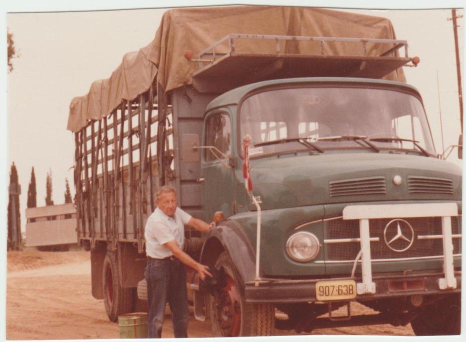 Smulik a teherautójával -1951- 002