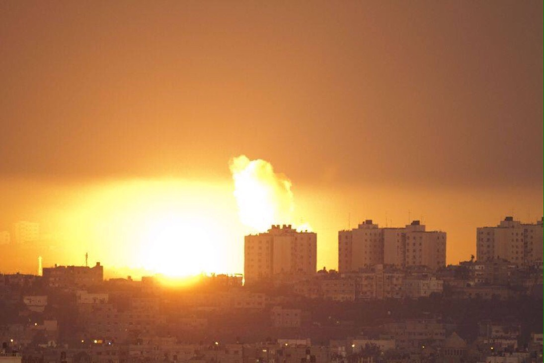Izraeli vadászgépek Hamász célpontokat bombáztak válaszul az Izraelre kilőtt rakétára