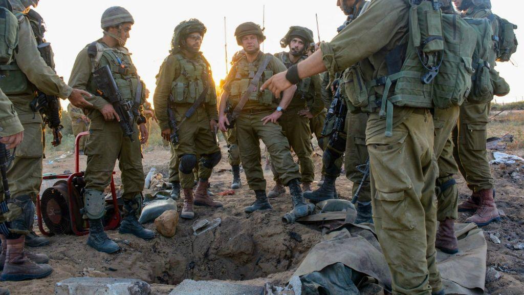 Részletek a gázai határnál épülő földalatti betonfalról, és két terroralagutról